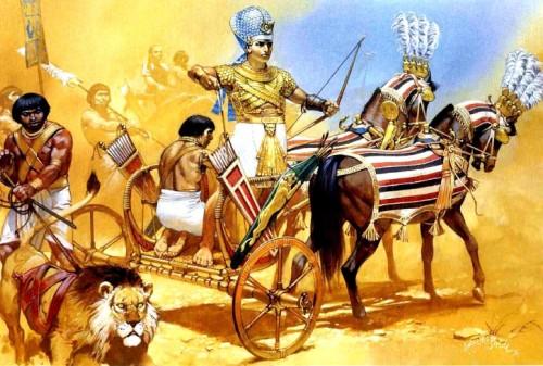Египетский фараон Рамзес II перед битвой у Кадеша (1300 г. до н.э.).