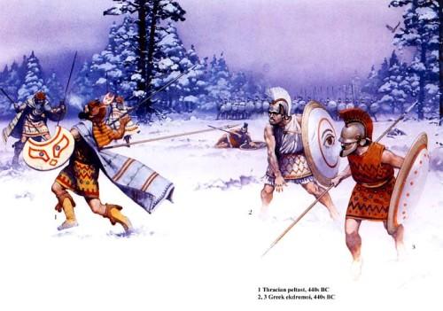 """1 - фракийский пельтаст (440 г. до н.э.); 2,3 - греческие """"экдромои"""" (440 г. до н.э.)."""